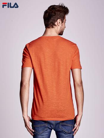 FILA Pomarańczowy t-shirt męski z dekoltem w serek                              zdj.                              2