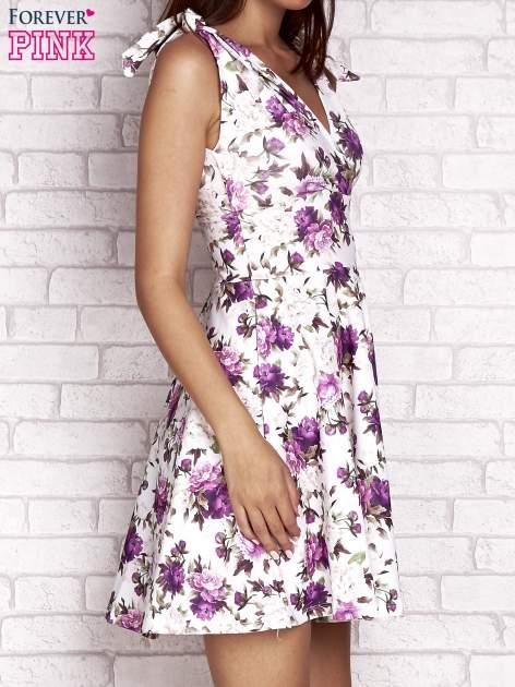 Fioletowa rozkloszowana sukienka w kwiaty                                  zdj.                                  3