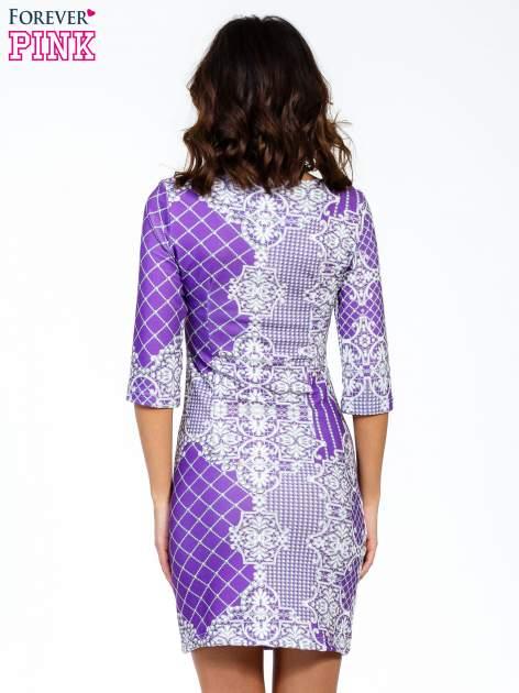Fioletowa sukienka z koronkowym i kraciastym nadrukiem                                  zdj.                                  4