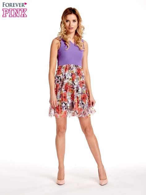 Fioletowa sukienka z kwiatowym dołem                                  zdj.                                  4