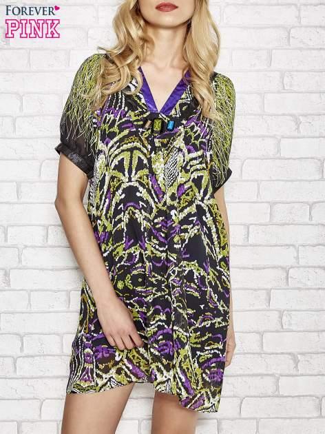 Fioletowa wzorzysta sukienka z kamieniami                                  zdj.                                  1