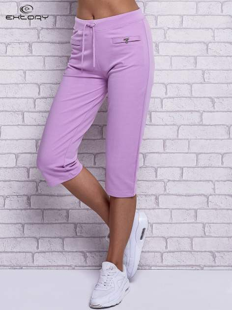 Fioletowe spodnie capri z wszytymi kieszonkami                                  zdj.                                  1