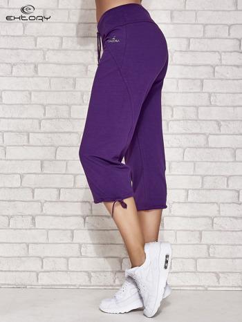 Fioletowe spodnie dresowe capri z kieszonką                                  zdj.                                  2