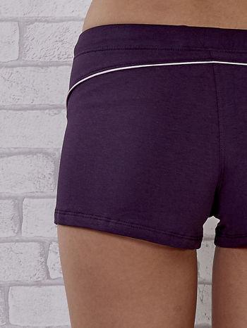 Fioletowe szorty sportowe z różową wstawką                                  zdj.                                  5