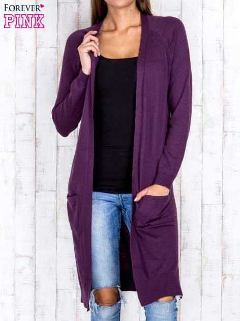 Fioletowy długi sweter z ażurowym zdobieniem szwów