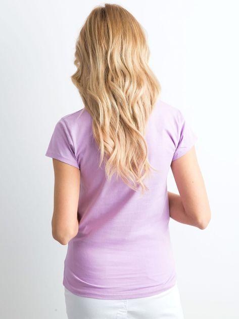 Fioletowy t-shirt damski z napisem                              zdj.                              2