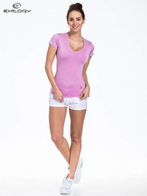 Fioletowy t-shirt sportowy w paseczki                              zdj.                              2