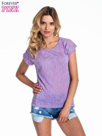 Fioletowy t-shirt z koronkowym tyłem i dżetami
