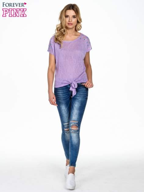 Fioletowy t-shirt z węzłem zdobiony kryształkami                                  zdj.                                  2