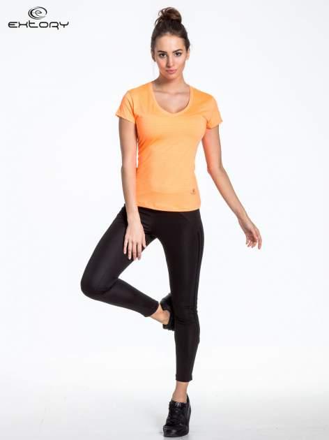 Fluopomarańczowy t-shirt sportowy w paseczki                                  zdj.                                  4