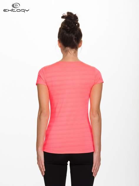Fluoróżowy damski t-shirt sportowy w paski                                  zdj.                                  3