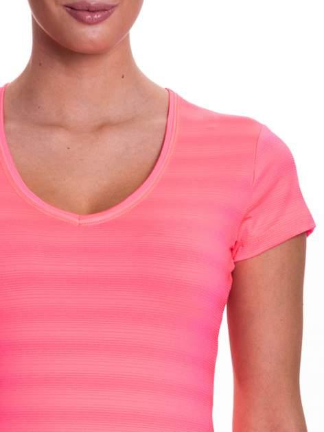 Fluoróżowy t-shirt sportowy w paseczki                                  zdj.                                  5