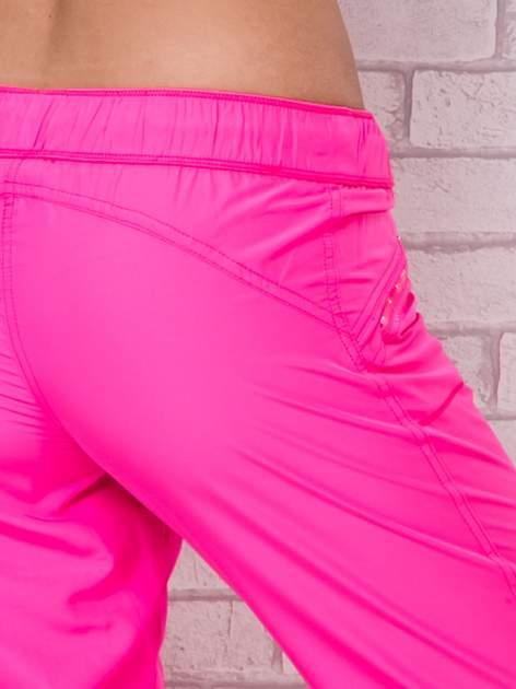 Fluozielone spodnie sportowe capri z wiązaniem                                  zdj.                                  6
