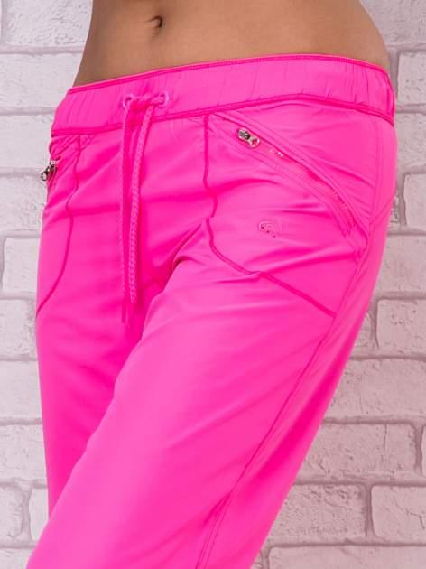 Fluozielone spodnie sportowe capri z wiązaniem