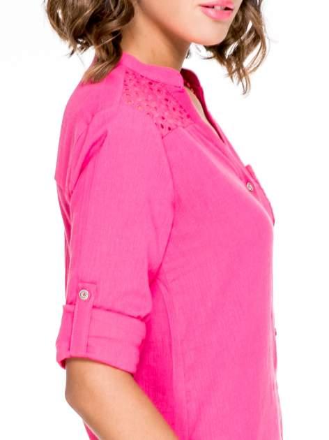 Fuksjowa koszula z ażurowaniem na górze i kieszonką                                  zdj.                                  6