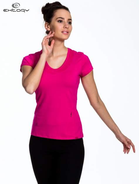 Fuksjowy Różowy t-shirt sportowy z przeszyciem przy dekolcie i kieszonką