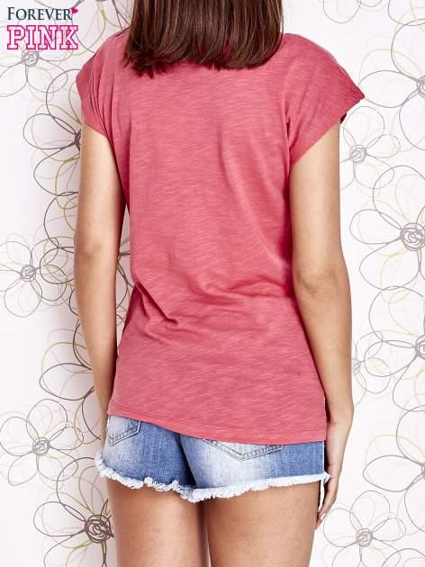 Fuksjowy t-shirt z motywem gwiazdy i dżetami                                  zdj.                                  2