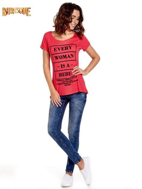 Fuksjowy t-shirt z napisem EVERY WOMAN IS A REBEL                                  zdj.                                  7