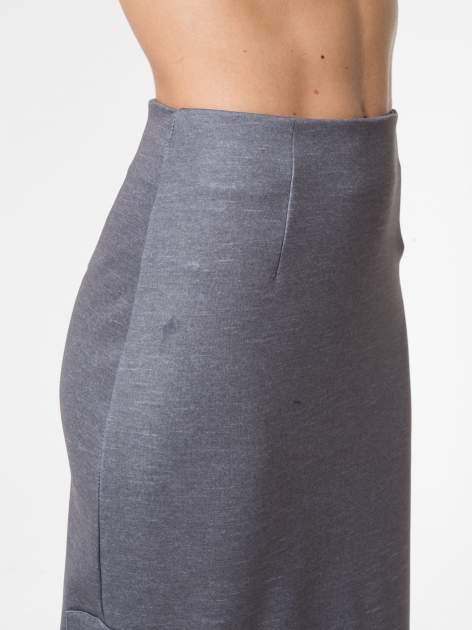 Grafitowa spódnica ołówkowa z wydłużonym tyłem                                  zdj.                                  8