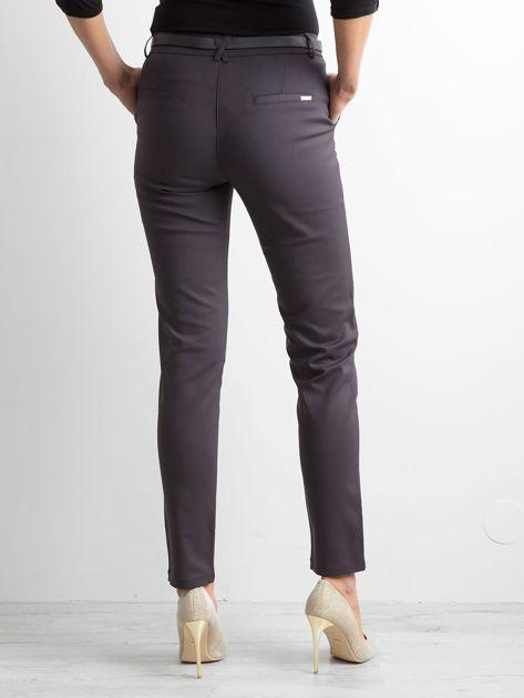 Grafitowe eleganckie spodnie z paskiem                              zdj.                              2