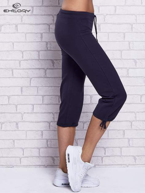 Grafitowe spodnie capri z prostymi nogawkami                                  zdj.                                  3