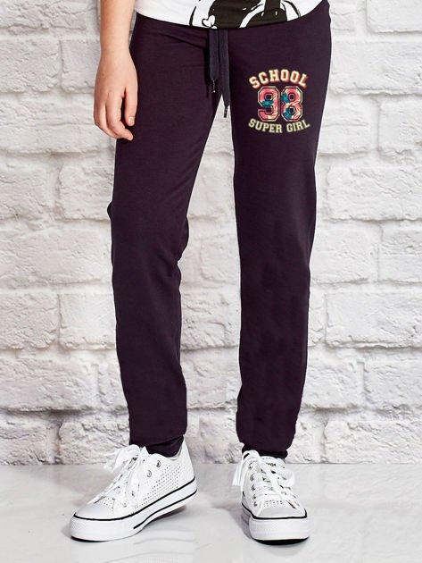 Grafitowe spodnie dresowe dla dziewczynki SUPER GIRL                              zdj.                              1