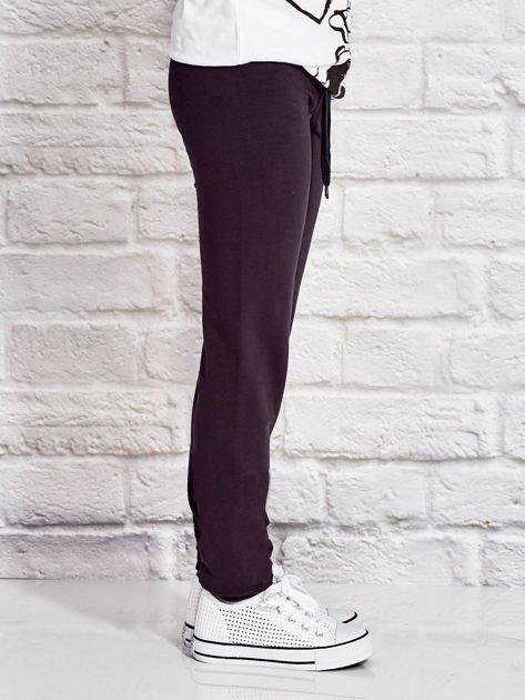 Grafitowe spodnie dresowe dla dziewczynki z emotikonami                              zdj.                              3