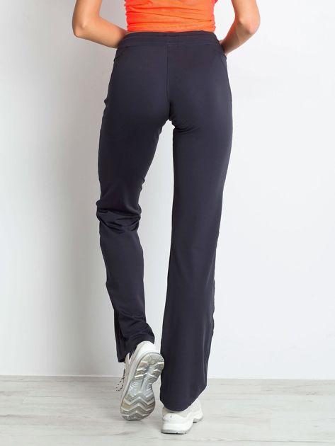 Grafitowe spodnie dresowe z wszytą kieszonką                                  zdj.                                  2