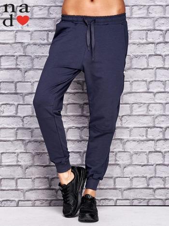 Grafitowe spodnie dresowe z zasuwaną kieszonką                                  zdj.                                  1
