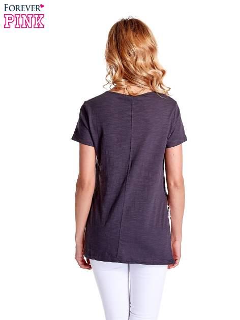 Grafitowy gładki t-shirt z rozcięciami na bokach                                  zdj.                                  4