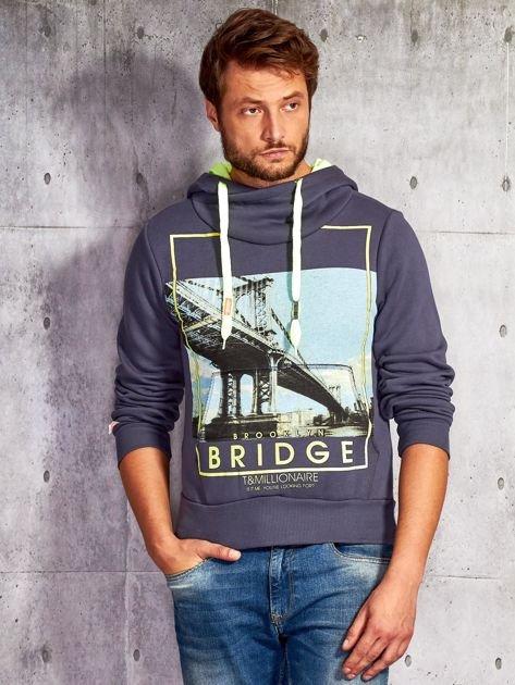 Granatowa bluza męska z kapturem i nadrukiem Brooklyn Bridge                              zdj.                              1