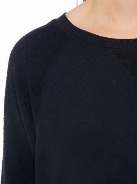 Granatowa bluza oversize z łączonych materiałów                                  zdj.                                  5