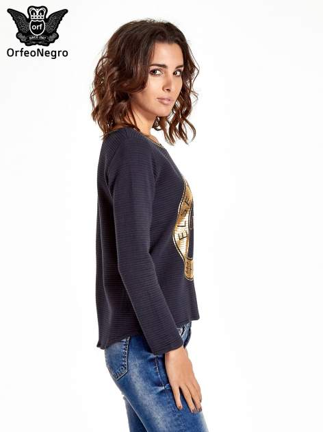 Granatowa bluza w stylu glamour ze złotym nadrukiem i lamówką                                  zdj.                                  3