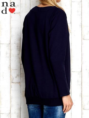 Granatowa bluza z dekoltem w łódkę                                  zdj.                                  4