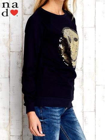 Granatowa bluza z dwustronną naszywką z cekinów                                  zdj.                                  3