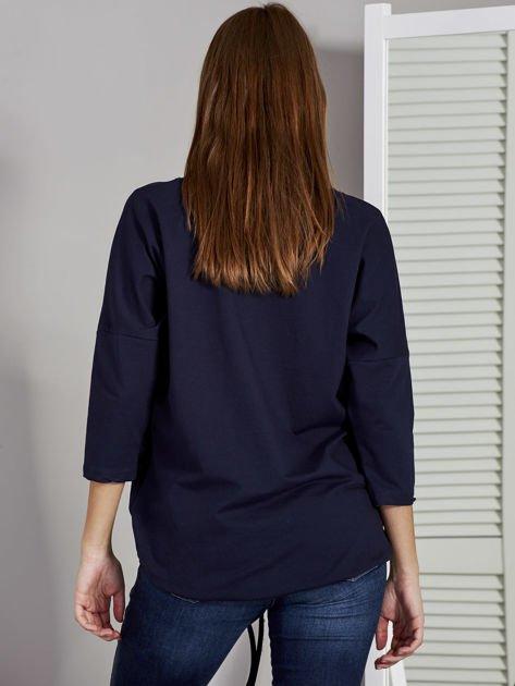 Granatowa bluza z motywem motyli                              zdj.                              2