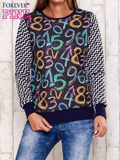 Granatowa bluza z nadrukiem cyfr                                  zdj.                                  1
