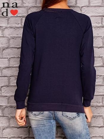 Granatowa bluza z nadrukiem moro                                  zdj.                                  4