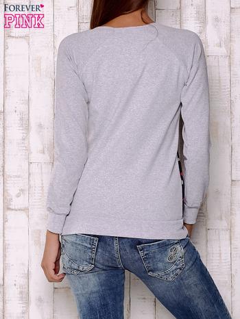 Granatowa bluza z nadrukiem pand                                  zdj.                                  2