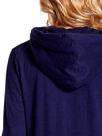 Granatowa bluza z nadrukiem psa                                  zdj.                                  7