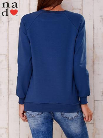 Granatowa bluza z nadrukiem serca                                  zdj.                                  4