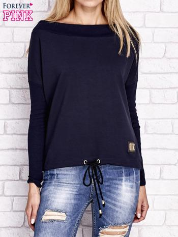 Granatowa bluza z szerokim ściągaczem i troczkami                                  zdj.                                  1