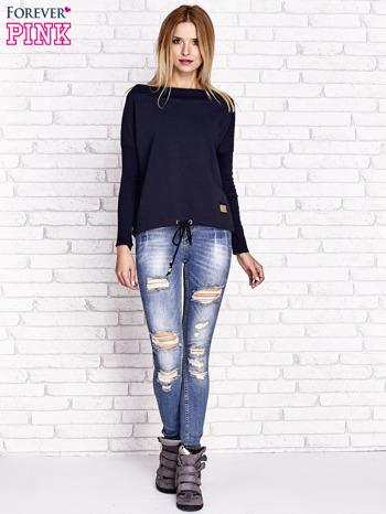 Granatowa bluza z szerokim ściągaczem i troczkami                              zdj.                              4