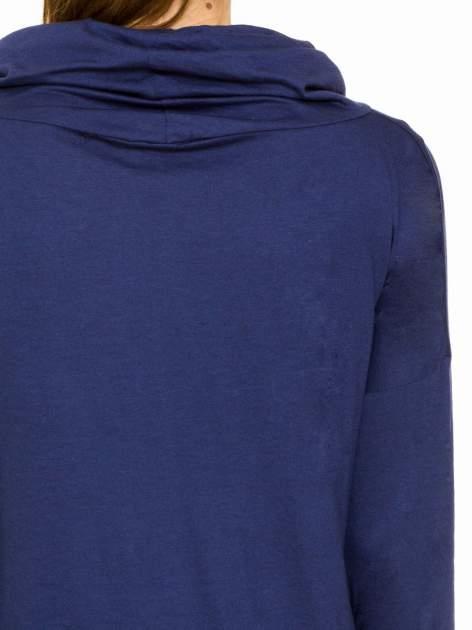 Granatowa bluzka dresowa z kołnierzokapturem i ściągaczem na dole                                  zdj.                                  7