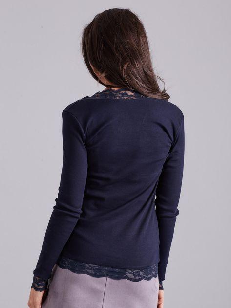 Granatowa bluzka w prążek z koronką                              zdj.                              2