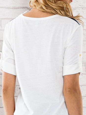 Granatowa bluzka z kolorowymi szerokimi pasami                                  zdj.                                  5