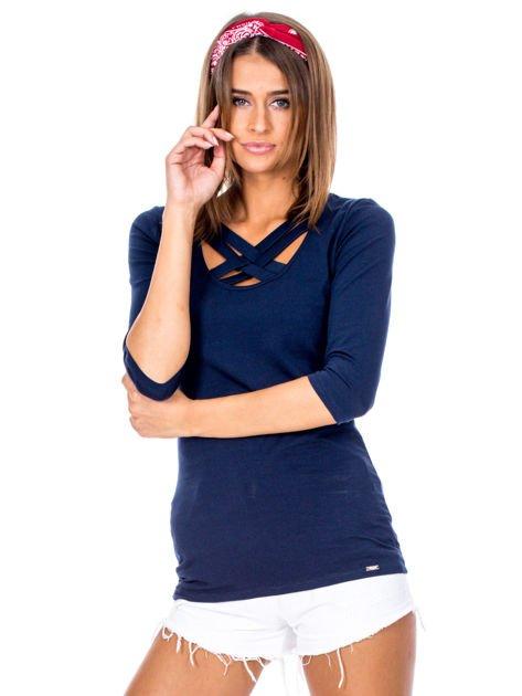 Granatowa bluzka z plecionymi paskami                              zdj.                              1