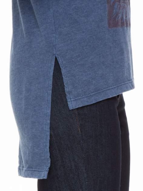 Granatowa bluzka z rękawem 3/4 i roślinnym nadrukiem                                  zdj.                                  8