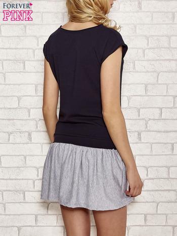 Granatowa dresowa sukienka tenisowa z kieszonką                                  zdj.                                  2