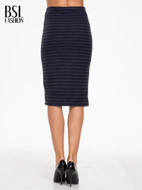 Granatowa dzianinowa spódnica w paski za kolano                                  zdj.                                  5